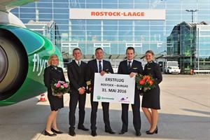 Germania-Crew beim Erstflug von Rostock-Laage nach Burgas (Foto: Angelika Heim)
