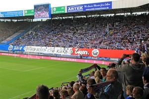 DFB-Urteil gegen Hansa Rostock weitgehend bestätigt: 20.000 Euro, keine Choreographien, begrenzte Zuschauerzahl auf der Südtribüne - Fahnen und Banner aber erlaubt