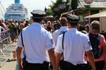 Landespolizei eröffnet Bäderdienstsaison in Warnemünde