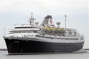 """Kreuzfahrtschiff """"Astoria"""" (frühere """"Völkerfreundschaft"""") in Rostock-Warnemünde"""