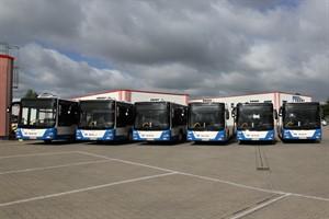 Vier neue Gelenk- und zwei Standardbusse hat die RSAG heute in Betrieb genommen
