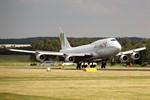 Jumbo-Jet Boeing 747 fliegt 523 Kreuzfahrttouristen nach Rostock