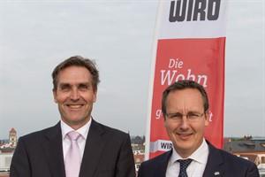 Ralf Zimlich (Vorsitzender der Geschäftsführung, links) und Christian Urban (Technischer Geschäftsführer) präsentieren die Wiro-Bilanz für 2015