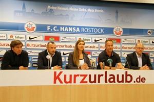 Rainer Lemmer (Aufsichtsratsvorsitzender), Robert Marien (Vorstandsvorsitzender), Marit Scholz (Pressesprecherin), René Schneider (Sporrtvorstand) und Christian Hüneburg (Finanzvorstand) (v.l.n.r)