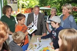 Landeszootag im Zoo Rostock - Experimentierstrecke zum Thema Bienen (Foto: Joachim Kloock)