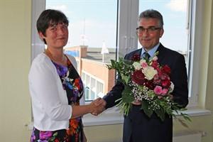 Jan Bleis gratuliert Yvette Hartmann