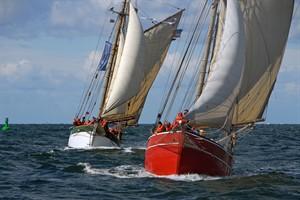 Haikutter-Regatta mit ordentlich Wind zur Hanse Sail 2016 (Foto: Hanse Sail / Volker Gries)