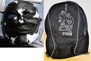 Raub in Rostock: Wer erkennt Rucksack und Maske?