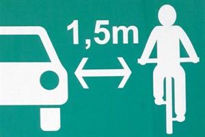 Hinweisschild soll Gefährdungen von Radfahrern senken (Foto: Hansestadt Rostock)
