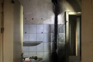 Kinder legten Brand auf Barackendach: Innen kam es dadurch zu einem Schwelbrand (Foto: Bundespolizeiinspektion Rostock)