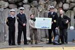 Marinesoldaten spenden 2.000 Euro für die Seebären