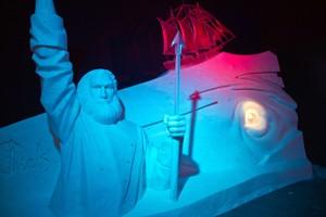 Karls 14. Eiswelt zeigt Eisskulpturen zum Roman Moby Dick