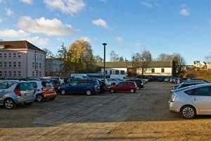 Auf dem Parkplatz am Reiferweg 6-8 soll ein Wohnhaus entstehen.