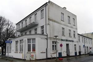 Das Haus des Sports in Warnemünde wird zu einem Wohnhaus umgebaut (Foto: Archiv)