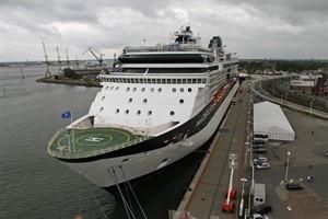 In den nächsten beiden Sommern baut Rostock Port am Pier 8 für die Kreuzfahrtschiffe noch ein Zelt auf. Ab 2020 dann soll hier ein Terminalgebäude stehen. (Foto: Archiv)