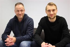 René Schneider (l.), Vorstand Sport beim F.C. Hansa Rostock, und Neuzugang Tim Väyrynen (Foto: F.C. Hansa Rostock)