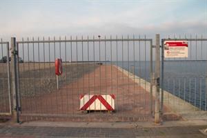 Die Promenade auf der Mittelmole ist seit der Sturmflut im Januar gesperrt