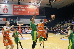Rostock Seawolves besiegen SC Rist Wedel - Jarvis Davis auf dem Weg zu zwei Punkten (Foto: Rostock Seawolves)