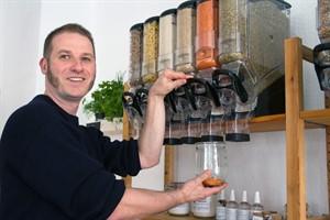 Norman Reuter eröffnet den ersten Unverpackt-Laden in Rostock