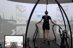 Das Gait Real-Time Analysis Interactive Lab am Forschungslabor Trainingswissenschaft an der Universität Rostock ist deutschlandweit das erste und derzeit einzige Großgerät dieser Art (Foto: Kristin Nölting)