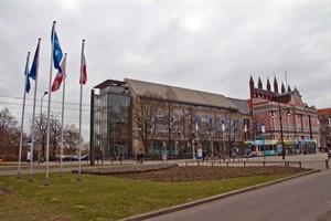 Der Rathausanbau soll erweitert werden. Im Vordergrund die Nordkante des Neuen Markts