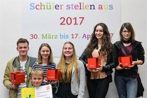 """Preisträger von """"Schüler stellen aus"""" 2017 in der Kunsthalle Rostock (Foto: Kunsthalle Rostock)"""
