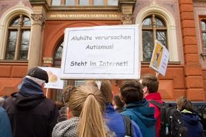Demo für Freiheit der Forschung in Rostock
