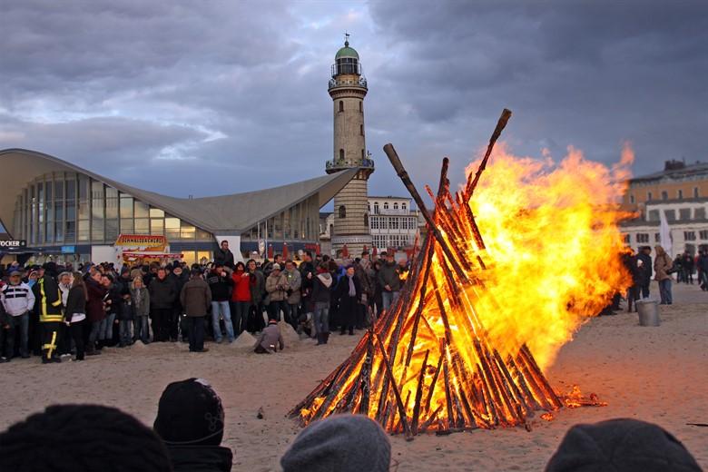 Osterfeuer 2017 in Rostock und Warnemünde