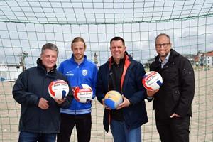 Los geht's - Andreas Zachhuber, Hannes Knüppel, Matthias Auth und Matthias Fromm gaben heute am AOK Active Beach den Startschuss für die sechste Saison (Foto: Joachim Kloock)