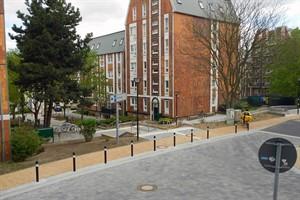 Blick auf die sanierte Einmündung An der Oberkante und die neue Treppenanlage zur Badstüberstraße (Foto: RGS)