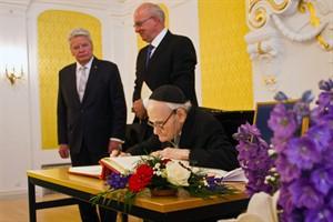 Verleihung des Ehrenbürgerrechts der Hansestadt Rostock an Landesrabbiner Dr. William Wolff