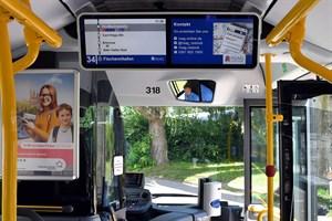Moderne Doppel-TFT-Monitore sorgen im Innenraum der neuen Busse für noch bessere Informationsmöglichkeiten (Foto: Joachim Kloock)