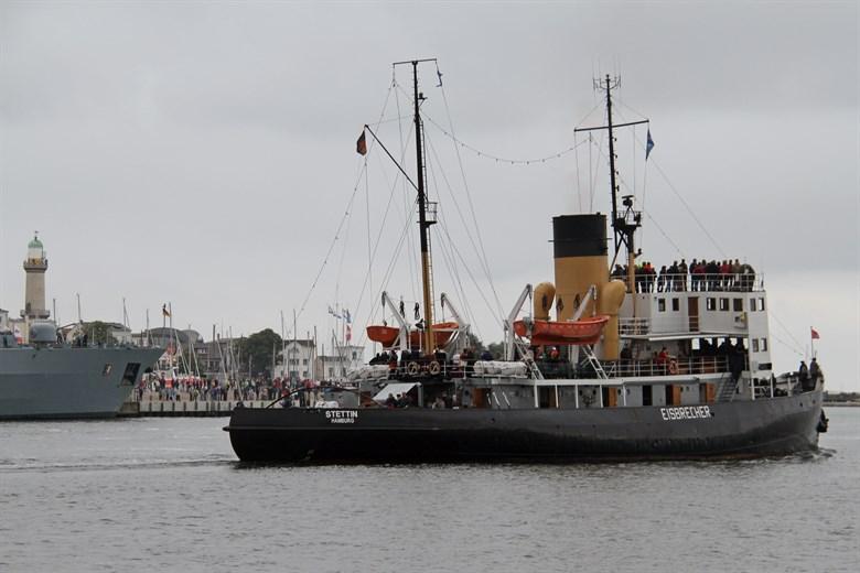 """Dampfeisbrecher """"Stettin"""" mit Frachtfähre zusammengestoßen"""