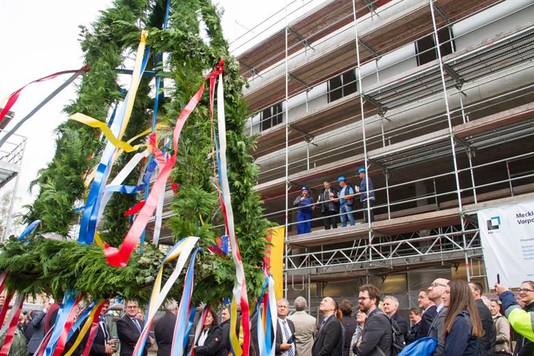 Uniklinik feiert Richtfest auf dem Campus Schillingallee