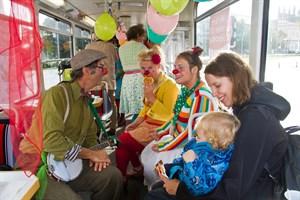 Ihren zehnjährigen Geburtstag feiern die Rostocker Rotznasen in der Straßenbahn