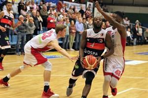 Rostock Seawolves besiegen Cuxhaven Baskets - Brandon Lockhart (am Ball) (Foto: Sylvia Funk)