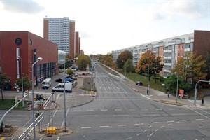 Seit heute ist die sanierte Rigaer Straße in Lütten Klein wieder für den Verkehr freigegeben