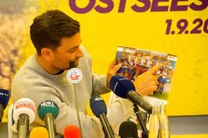 Marteria fühlt sich seit der Kindheit eng mit dem FC Hansa Rostock verbunden. Ein Konzert im Ostseestadion ist für ihn das Größte.