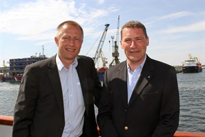Dr. Gernot Tesch (links) und Jens A. Scharner, Geschäftsführung der Rostock Port GmbH (Foto: Archiv)