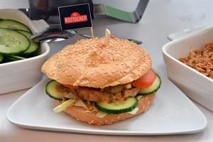 Der Jubiläumstaler - ein Burger, der extra für die Universität Rostock kreiert worden ist (Foto: Joachim Kloock)