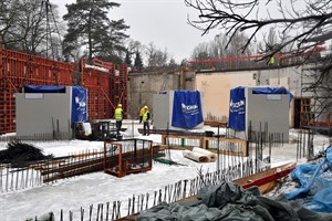 Betonbecken für Aquarien im Zoo Rostock eingesetzt (Foto: Zoo Rostock/Joachim Kloock)