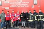 Feuerwehrtaucher retten Fußball-Pokal aus Stadthafen