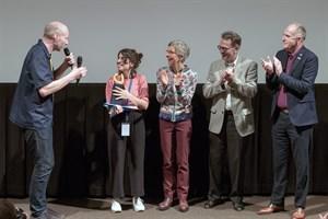 """Der Kurzspielfilm """"Bad Lesbian"""" von Irene Moray (zweite von links) wurde zum Film des Jahres 2018 beim FiSH Filmfestival in Rostock gekürt (Foto: Patrick Hinz)"""