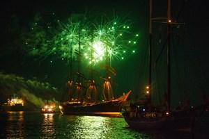 So schön ist das Feuerwerk zur Hanse Sail in Warnemünde (Foto: Archiv)