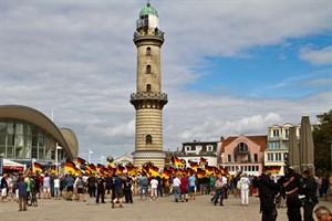 AfD-Kundgebung am Leuchtturm in Warnemünde
