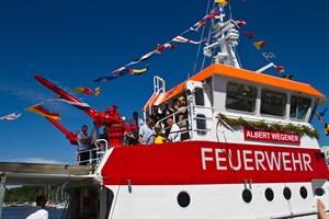 """Beim Tag der offenen Tür bei der Feuerwehr Groß Klein gibt es auch das neue Feuerlöschboot """"Albert Wegener"""" zu sehen (Foto: Archiv)"""