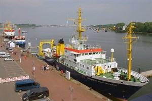 """""""Open Ship"""": Ein großes Highlight des Ostseetages 2018 sind die drei Forschungsschiffe DENEB, ELISABETH MANN BORGESE und CLUPEA im Rostocker Stadthafen, die den ganzen Tag besichtigt werden können. (Foto: IOW / D. Amm)"""