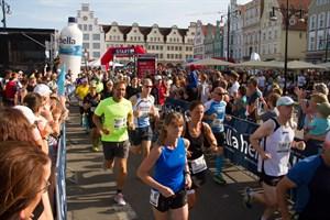 Start in die Rostocker Marathonnacht 2018 auf dem Neuen Markt