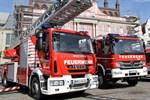 Anhaltende Trockenheit - Feuerwehr gießt junge Bäume