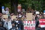 700 Demonstranten bei der AfD – 4.000 dagegen